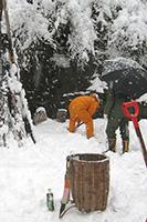 背負い篭+雪かきシャベル
